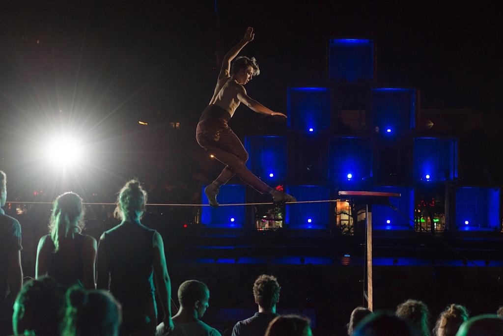 Rouge – Montréal Complètement Cirque