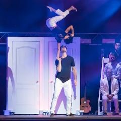 Cirque, conférence et rires – Les 7 doigts